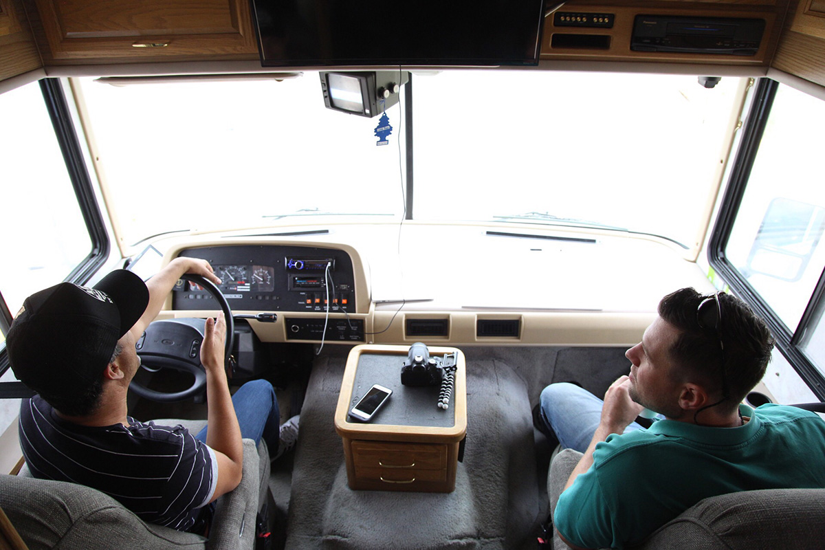 touring_bus_driving_1200_800