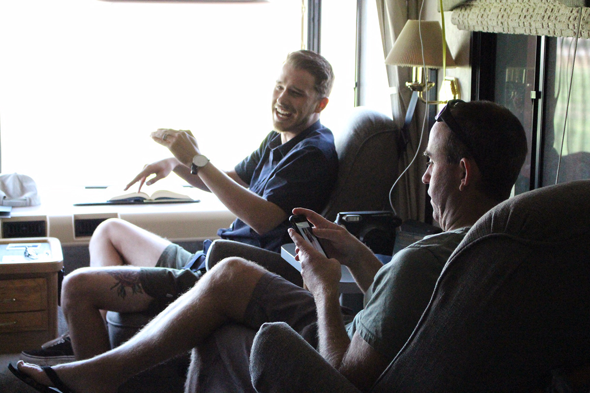 touring_bus_relaxed_convo_1200_800